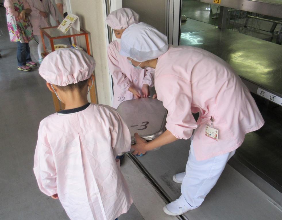 主婦(夫)さん必見☆ 安全給食サービス スタッフ募集!小・中学校内での給食の調理スタッフ♪